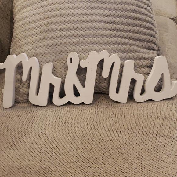 Wooden Mr & Mrs. Sign